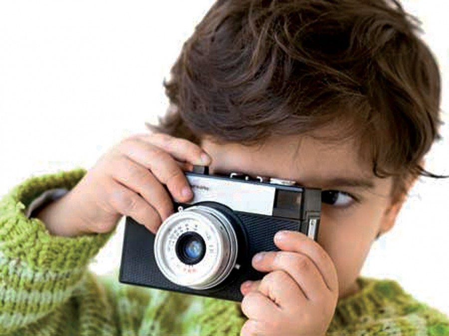Kid-with-Camera_web